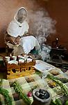 ETHIOPIA , Dire Dawa, coffee ceremony with incense / AETHIOPIEN, Dire Dawa, Kaffeezeromonie mit Weihrauch