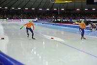 SCHAATSEN: HEERENVEEN: Thialf, Essent ISU World Cup, 03-03-2012, 10k Men, start, Jorrit Bergsma (NED), Bob de Jong (NED), ©foto: Martin de Jong
