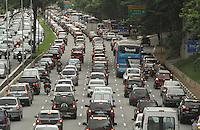 SAO PAULO, SP, 27 MARCO 2013 - TRANSITO EM SAO PAULO - Transito intenso no sentido zona sul da 23 de maio na altura do Paraiso regiao central da cidade nesta quarta 27. (FOTO: LEVY RIBEIRO / BRAZIL PHOTO PRESS)