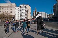 BUENOS AIRES, ARGENTINA, 05 JUNHO 2012 - DIA MUNDIAL MEIO AMBIENTE BUENOS AIRES -  Grupo de ativistas realizam ato em comemoracao ao Dia Mundial do Meio Ambiente em frente ao Congresso Argentino, o ato e contra a mineracao a ceu aberto contaminando as fontes de energia. Na tarde desta terca-feira, 05 em Buenos Aires, Capital da Argentina. (FOTO: PATRICIO MURPHY / BRAZIL PHOTO PRESS).