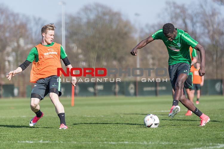 28.03.2017, Trainingsgelaende, Bremen, GER, 1.FBL, Training Werder Bremen<br /> <br /> im Bild<br /> Florian Kainz (Bremen #7), Ousman Manneh (Bremen #47), <br /> <br /> Foto &copy; nordphoto / Ewert