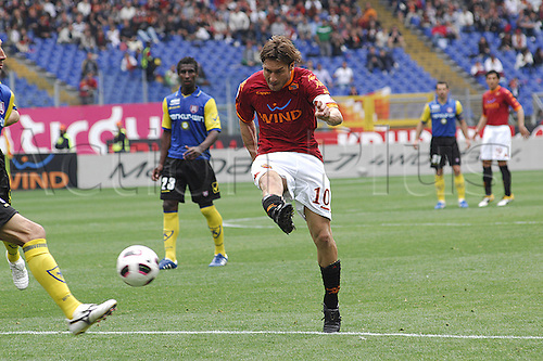 23.04.2011- As Roma-Chievo Verona, Stadio Olimpico- Roma - Francesco Totti shoots on goal and misses.