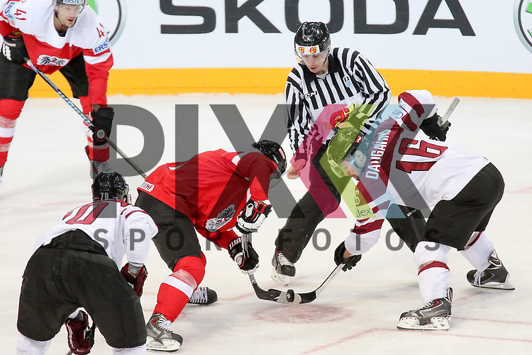 1st Bully im 2. Drittel im Spiel IIHF WC15 Oestereich vs. Lativa.<br /> <br /> Foto &copy; P-I-X.org *** Foto ist honorarpflichtig! *** Auf Anfrage in hoeherer Qualitaet/Aufloesung. Belegexemplar erbeten. Veroeffentlichung ausschliesslich fuer journalistisch-publizistische Zwecke. For editorial use only.