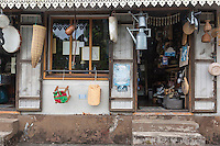 France, île de la Réunion, Sainte-Rose, Détail  devanture d'une boutique de brocante  //  France, Reunion island (French overseas department), Sainte Rose, Retail storefront of a pawn shop