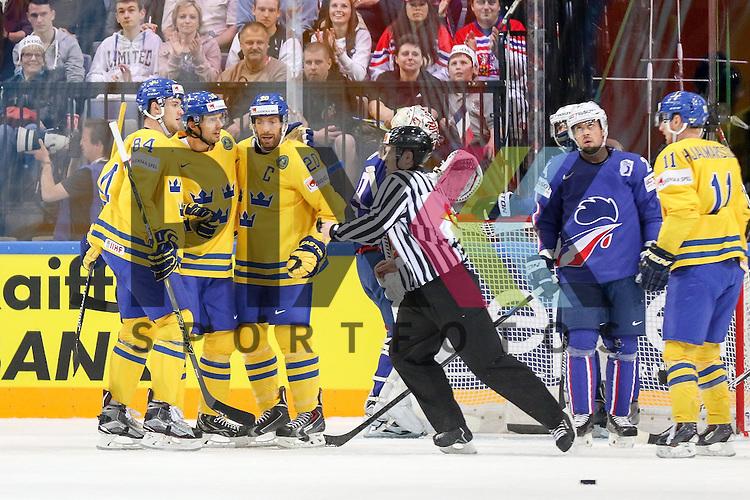 Torjubel Schweden im Spiel IIHF WC15 Frankreich vs. Schweden.<br /> <br /> Foto &copy; P-I-X.org *** Foto ist honorarpflichtig! *** Auf Anfrage in hoeherer Qualitaet/Aufloesung. Belegexemplar erbeten. Veroeffentlichung ausschliesslich fuer journalistisch-publizistische Zwecke. For editorial use only.