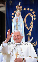 Pope Benedict XVI prays in front of the Madonna statue in Fatima, on May 12, 2010. Pope Benedict XVI arrived today at Fatima, one of Christianity's most popular shrines, cheered by tens of thousands of flag-waving pilgrims. Benedict, the third pope to visit Fatima, toured the shrine's vast esplanade, which turned into a sea of colour as the huge crowd waved yellow and white Vatican flags and hats, as well as the red and green of Portugal
