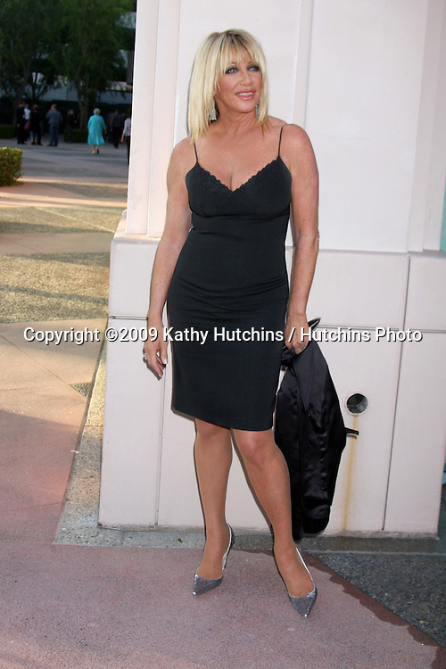 "Suzanne Somers arriving at the ""Salute to TV Dads"" Event at the Academy of Television Arts & Sciences in North Hollywood , CA on June 18, 2009.  .©2009 Kathy Hutchins / Hutchins Photo"