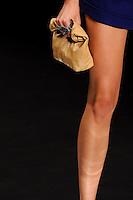 RIO DE JANEIRO, RJ, 14 DE JANEIRO 2012 - FASHION RIO - DESFILE NICA KESSLER - Modelo durante desfile da grife Nica Kessler no quarto dia de desfiles da edição inverno 2012 do Fashion Rio, no Pier Mauá na cidade do Rio de Janeiro nesta sábado, 14. (FOTO: MAURO PIMENTEL - NEWS FREE).