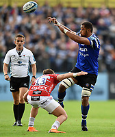 Taulupe Faletau of Bath Rugby offloads the ball. Gallagher Premiership match, between Bath Rugby and Gloucester Rugby on September 8, 2018 at the Recreation Ground in Bath, England. Photo by: Patrick Khachfe / Onside Images