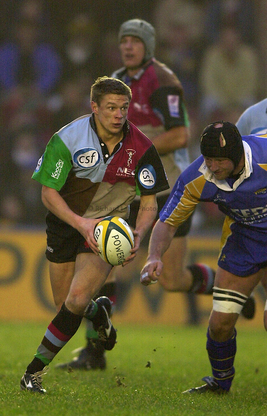 Photo. Richard Lane.NEC Harlequins v Leeds Tykes at the Stoop. Powergen Cup. 21/12/2002.Nick Duncombe attacks.
