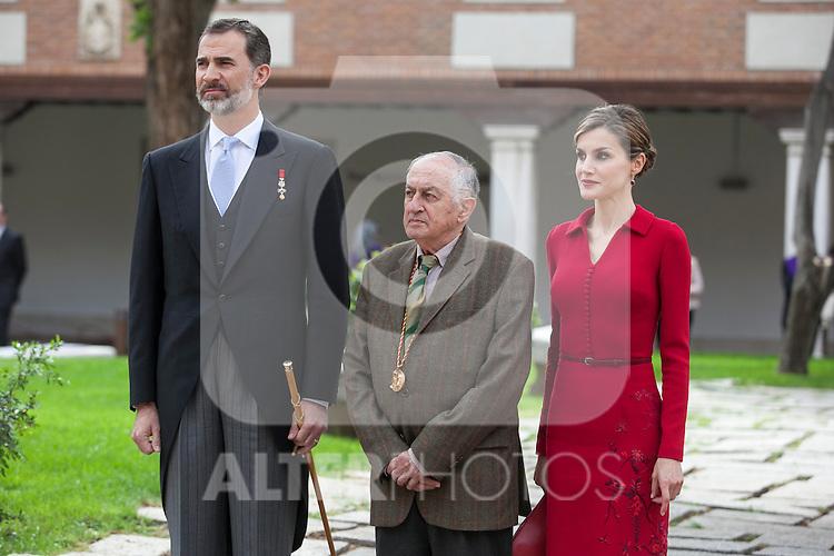 Spanish Royals King Felipe VI of Spain (L), Queen Letizia of Spain and awarded writer Juan Goytisolo during `2014 Cervantes Award´ at Alcala de Henares University in Alcala de Henares, Spain. April 23, 2015. (ALTERPHOTOS/Victor Blanco)