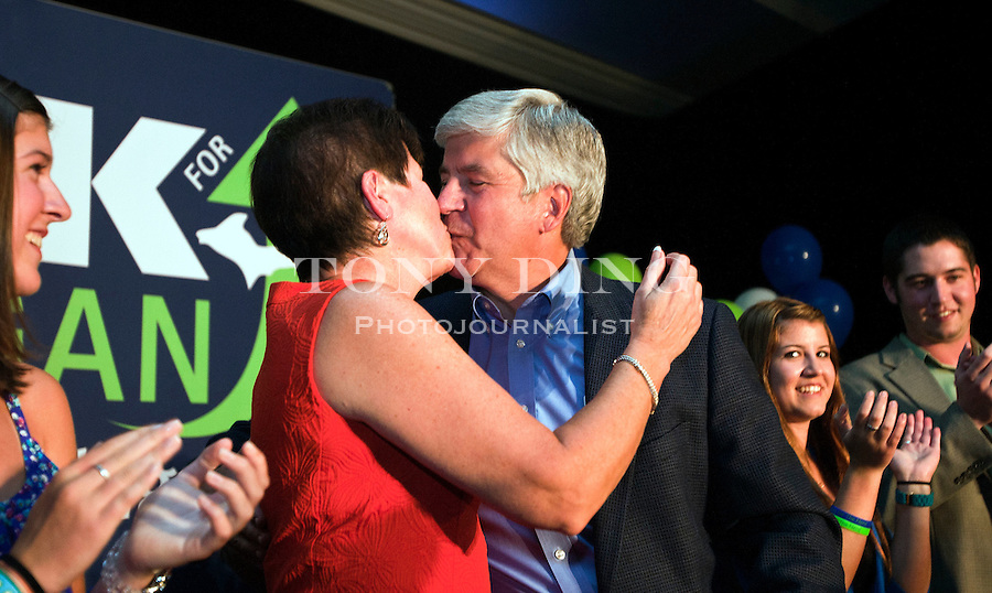 Michigan Republican gubernatorial candidate Rick Snyder receives a kiss from his wife, Sue, after giving a victory speech to supporters after the day's primary election, Tuesday, Aug. 3, 2010, in Ypsilanti, Mich. Snyder edged out Michigan Attorney General Mike Cox and U.S. Congressman Pete Hoekstra to face Democratic nominee, and Lansing, Mich. Mayor Virg Bernero, in the November general election. (AP Photo/Tony Ding)