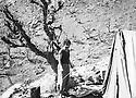 Iraq 1977 <br /> Going back to fight, Mullazem Omar Abdallah in Nawzang  <br /> Irak 1977 <br /> Reprise de la lutte armee, Mullazem Omar Abdallah a Nawzang devant sa tente