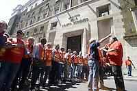 Roma, 14 Giugno 2012.Manifestazione della FIOM CGIL contro il ddl Fornero e la riforma del lavoro. Il corteo davanti il Ministero dello Sviluppo Economico