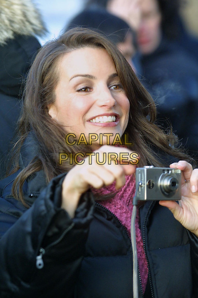 KRISTIN DAVIS.filming Sex & The City episode on Brooklyn Bridge.www.capitalpictures.com.©Capital Pictures.camera