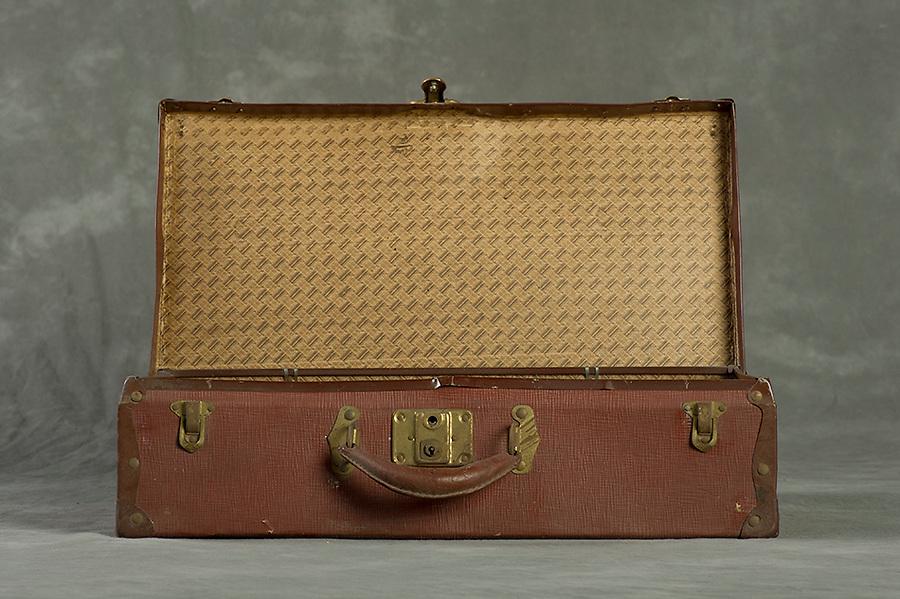 Willard Suitcases / Elizabeth F / ©2014 Jon Crispin