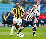 Nederland, Arnhem, 28 april 2013.Eredivisie.Seizoen 2012-2013.Vitesse-Willem ll .Renato Ibarra van Vitesse in actie de bal. Rechts Robbie Haemhouts van Willem ll.