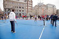 05-04-12, Netherlands, Amsterdam, Tennis, Daviscup, Netherlands-Rumania, Draw, Straattennis voor het Paleis op de Dam