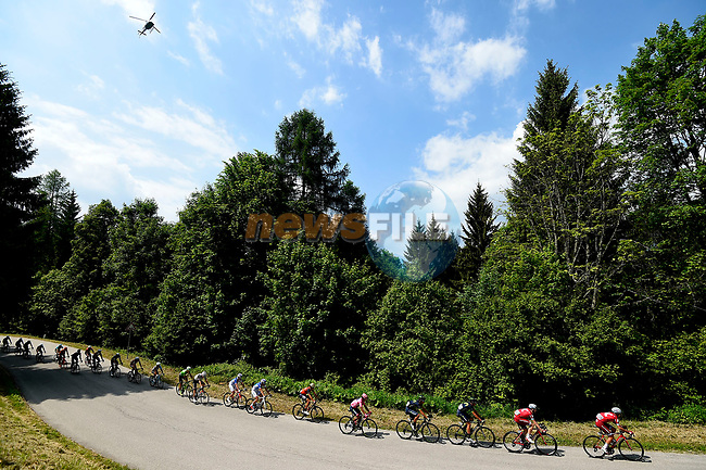 The peloton in action during Stage 20 of the 100th edition of the Giro d'Italia 2017, running 190km from Pordenone to Asiago, Italy. 27th May 2017.<br /> Picture: LaPresse/Fabio Ferrari | Cyclefile<br /> <br /> <br /> All photos usage must carry mandatory copyright credit (&copy; Cyclefile | LaPresse/Fabio Ferrari)