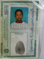 """ATENÇÃO EDITOR: FOTO EMBARGADA PARA VEÍCULOS INTERNACIONAIS. – SÃO PAULO - SP –  11 DE NOVEMBRO 2012. MORTO BRAÇO DIREITO DE PIAUÍ, Gefferson Oliveira Soares (23) - FOTO - vulgo """"GG do Mangue"""" e Paulo Batista Nascimento (25) vulgo """"Limão"""", ambos tomariam conta  do tráfico na Favela de Paraisópolis, em confronto com policiais da ROCAN hoje (10) pela manhã no Campo Limpo – zona sul. Os bandidos não obedeceram a ordem de parada e trocaram tiros com os policiais, um traficante de nome Michel Daniel da Silva, que estava na troca tiros, foi preso. Ocorrência pelo DHPP.  FOTO: MAURICIO CAMARGO / BRAZIL PHOTO PRESS."""