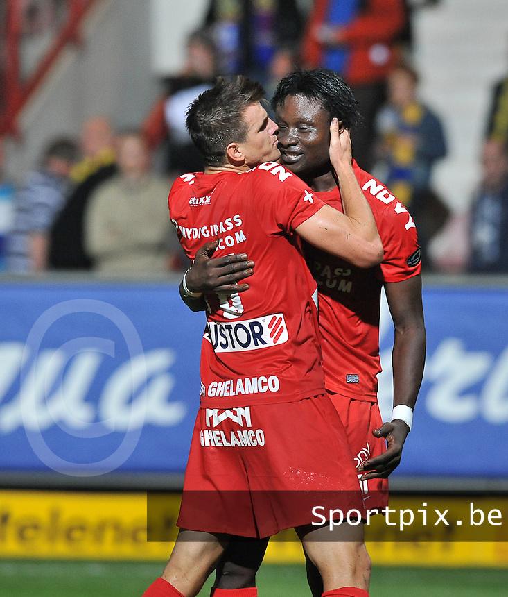 KV Kortrijk - Waasland Beveren : vreugde bij Elimane Coulibaly (rechts) en de kussende Ivan Santini na de 2-1 voor Kortrijk<br /> foto VDB / Bart Vandenbroucke