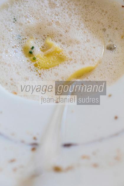 urope/France/Bretagne/56/Morbihan/Lorient: Raviolis d'araignée, champa, Chaï  - recette de  Jean-Paul Abadie, restaurant: L'Amphytrion