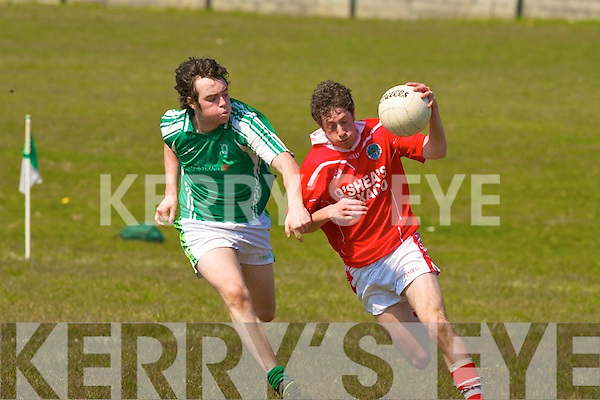 Na Gaeil's Eoin Doody and St Pats Dave Callaghan.