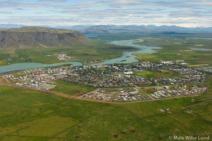 Selfoss séð til norðurs, Ölfusá, Ingólfsfjall t.v.,  Árborg / Selfoss viewing north, river Olfusa, mount Ingolfsfjall, Arborg.