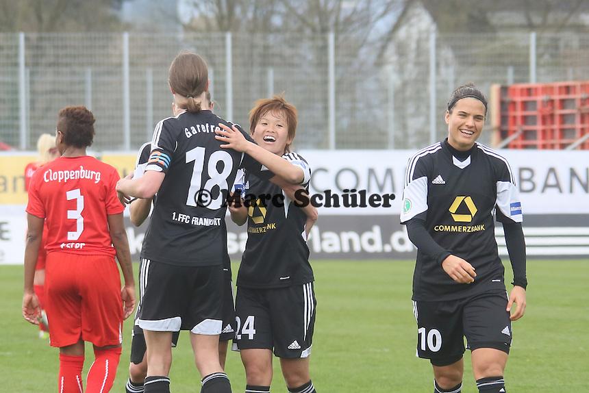 Kerstin Garefrekes, Asuna Tanaka und Dzsenifer Marozsan (FFC) freuen sich über das Tor - 1. FFC Frankfurt vs. BV Cloppenburg