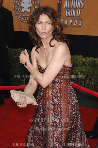 CATHERINE KEENER at the 12th Annual Screen Actors Guild Awards at the Shrine Auditorium, Los Angeles..January 29, 2006  Los Angeles, CA..© 2006 Paul Smith / Featureflash