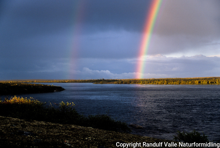 Dobbel regnbue over Thelon River, Canada. ---- Double rainbow Thelon River, Canada.