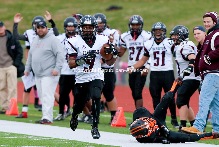 WATERTOWN, CT--- -112265JS22- Torrington's Dylan Myrie (9) runc down the sidelines on his way to a touchdown during their Thanksgiving day game against Watertown Thursday at Watertown High School. <br /> Jim Shannon Republican-American