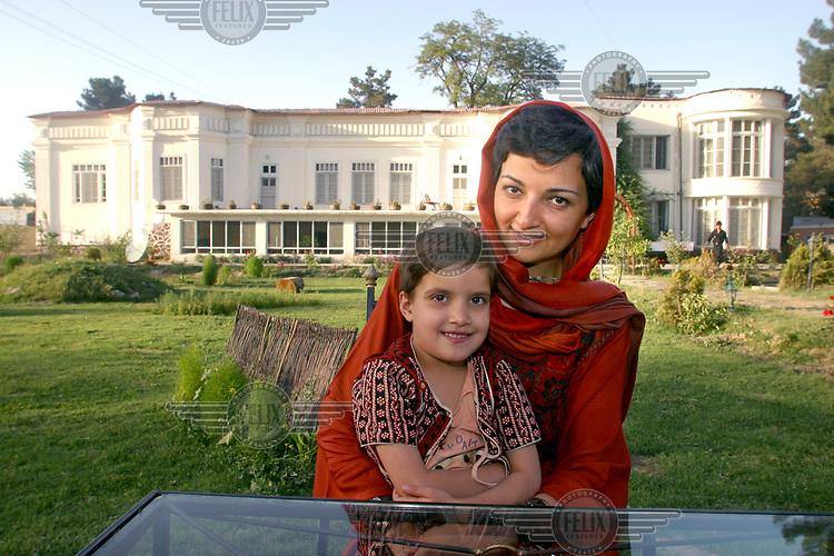 Seema Ghani, hjemvendt fra eksil i London og startet gjestehus (på bildet). Hun startet en kampanje for å støtte kvinnelige gründere, i samarbeid med bl.a. UNIFEM.