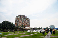 National Autonomous University of Mexico. esplanade of the UNAM rectory. University campus. Mexico City. (Photo: Luis Gutierrez / NortePhoto.com)<br /> <br /> <br /> Universidad Nacional Aut&oacute;noma de M&eacute;xico. explanada de la rectoria UNAM. Campus universitario. Ciudad de Mexico. (Foto: Luis Gutierrez / NortePhoto.com)