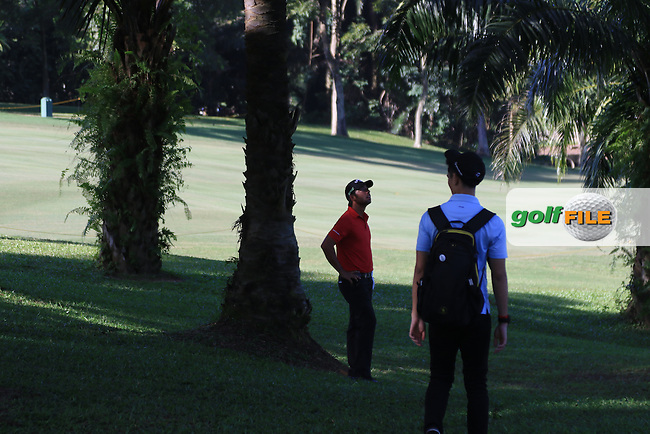 Pablo Larrazabal (ESP) looking for a ball on the 4th during Round 4 of the Maybank Championship on Sunday 12th February 2017.<br /> Picture:  Thos Caffrey / Golffile<br /> <br /> All photo usage must carry mandatory copyright credit     (&copy; Golffile | Thos Caffrey)