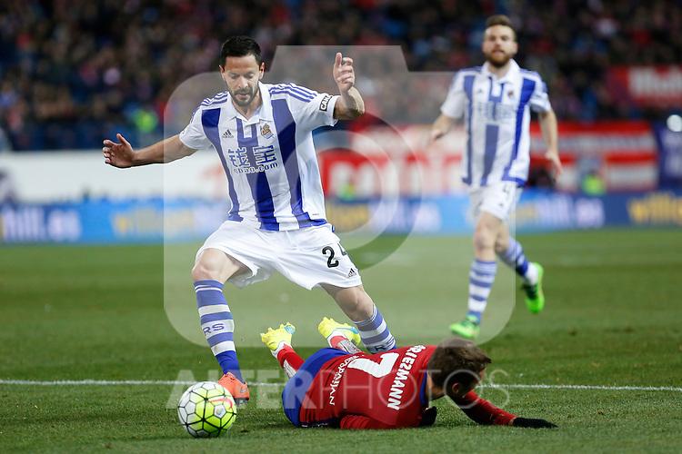 Atletico de Madrid´s Antoine Griezmann and Real Sociedad´s Alberto de la Bella (L) during 2015-16 La Liga match between Atletico de Madrid and Real Sociedad at Vicente Calderon stadium in Madrid, Spain. March 01, 2016. (ALTERPHOTOS/Victor Blanco)