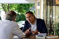 Swiss book writer Daniele Ganser / Schweizer Buchautor Daniele Ganser, im Interview vor dem Elysee Hotel Hamburg