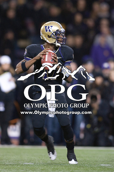 Oct 29, 2011:  Washington's #17 Keith Price against Arizona.  Washington defeated Arizona 42-31 at Husky Stadium in Seattle, Washington...