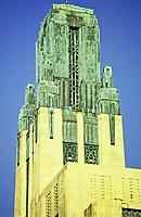 Los Angeles: Bullock's Wilshire. John & Donald B. Parkinson: Feil & Paradice, 1928.