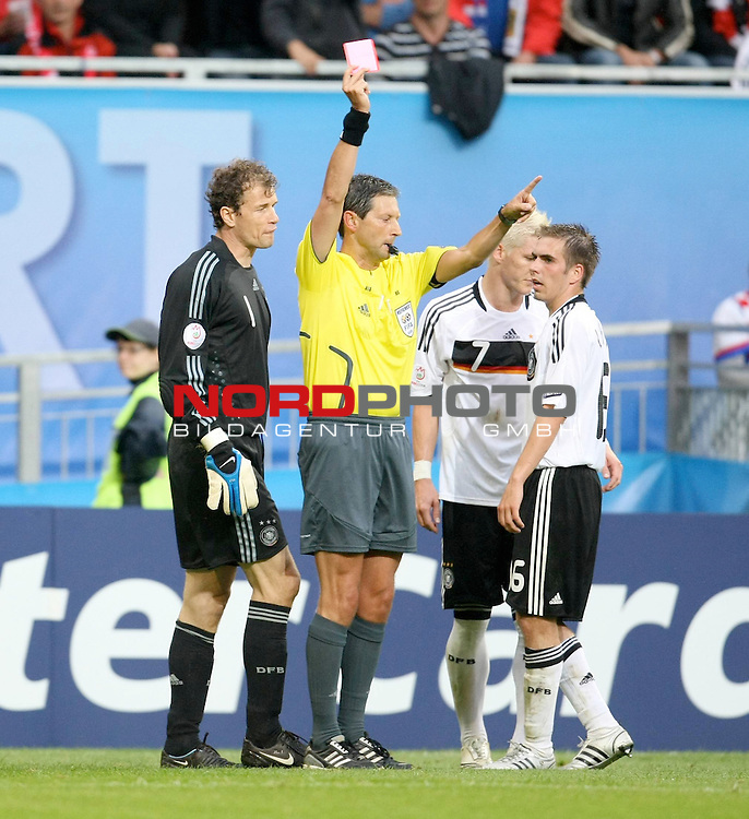 UEFA Euro 2008 Group B Klagenfurt - W&ouml;rthersee Match 11  Stadion Woerthersee<br /> Kroatien ( CRO ) - Deutschland ( GER ) 2:1 (1:0 <br /> <br /> rote Karte f&uuml;r Bastian Schweinsteiger ( Germany / Mittelfeldspieler / Midfielder /  Bayern Muenchen #7) - li Jens Lehmann (Germany / Torh&uuml;ter / Goalkeeper /  ARSENAL London #1) re Philipp Lahm ( Germany  / Verteidiger / Defender / Bayern Muenchen #16) <br /> <br /> Foto &copy; nph (  nordphoto  )<br /> <br /> <br /> <br />  *** Local Caption ***