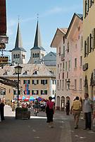 Deutschland, Bayern, Oberbayern, Berchtesgadener Land, Berchtesgaden, Blick zum Marktplatz und zur Stiftskirche | Germany, Bavaria, Upper Bavaria, Berchtesgadener Land, Berchtesgaden, view at market square and collegiate church