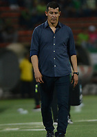 MEDELLÍN - COLOMBIA, 10-02-2018:Sergio Almiró director técnico del Atlético Nacional.Acción de juego entre los equipos Atlético Nacional y el Independiente Santa Fe durante el partido entre el Atlético Nacional   y el Independiente Santa Fe  por la fecha 2 de la Liga Águila II 2018 jugado en el estadio Atanasio Girardot de la ciudad de Medellín. / Sergio Almiron coach of Atletico Nacional.Action game between Atletico Nacional and Independiente Santa Fe during match between Atletico Nacional   and Independiente Santa Fe for the date 2 of the Aguila League I 2018 played at Atanasio Girardot stadium in Medellin city. Photo: VizzorImage/ León Monsalve / Contribuidor