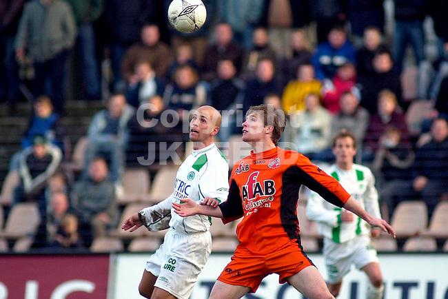 FC Groningen - Volendam Holland Casino Eredivisie seizoen 2003-2004 01-02-2004 luirink in duel met floren