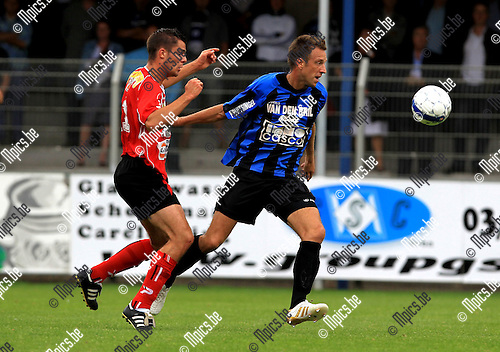 2010-08-15 / Voetbal / Beker van Belgie / seizoen 2010-2011 / Rupel-Boom - KFC Izegem / Davy de Smedt wordt op de huid gezeten door Arne Dutry..Foto: mpics