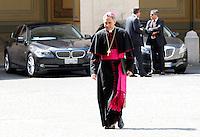 Il Prefetto della Casa Pontificia Monsignor Georg Gaenswein arriva nel Cortile di San Damaso per accogliere il Presidente del Consiglio in occasione del suo incontro col Papa, Citta' del Vaticano, 4 luglio 2013.<br /> Papal Household's Prefect Monsignor Georg Gaenswein  arrives to welcome the Italian Premier in occasion of his meeting with the Pope at the Vatican, 4 July 2013.<br /> UPDATE IMAGES PRESS/Riccardo De Luca<br /> <br /> STRICTLY ONLY FOR EDITORIAL USE