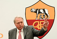 "Il manager statunitense Thomas Richard DiBenedetto, in procinto di diventare il prossimo presidente della Roma, tiene una conferenza stampa al centro sportivo ""Fulvio Bernardini"" di Trigoria, Roma, 14 luglio 2011..US executive Thomas Richard DiBenedetto, AS Roma football club's newly appointed president, attends a press conference at the club's sporting center in Rome, 14 july 2011..UPDATE IMAGES PRESS/Riccardo De Luca"