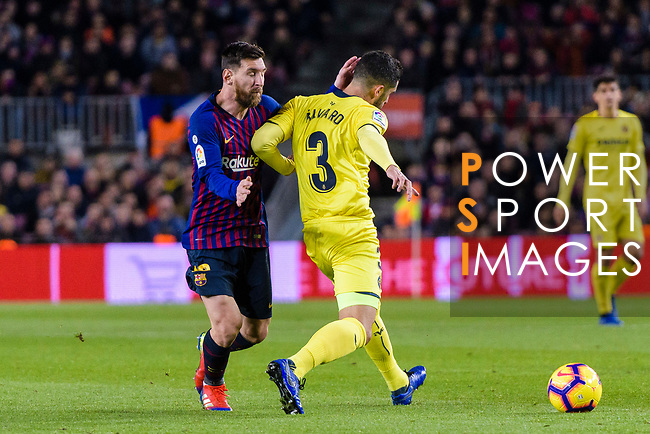 Lionel Messi of FC Barcelona (L) in action against Alvaro Gonzalez of Villarreal (R) during the La Liga 2018-19 match between FC Barcelona and Villarreal at Camp Nou on 02 December 2018 in Barcelona, Spain. Photo by Vicens Gimenez / Power Sport Images