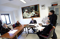Riunione di redazione pomeridiana all'Osservatore Romano, Citta' del Vaticano, 10 marzo 2009. Seduto al centro, il direttore Giovanni Maria Vian. Sullo sfondo, un ritratto di Papa Benedetto XVI..Vatican newspaper L'Osservatore Romano director Giovanni Maria Vian, center, leads the editorial office meeting, at the Vatican City, 10 march 2009. On background, a portrait of Pope Benedict XVI is seen..UPDATE IMAGES PRESS/Riccardo De Luca