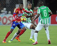 MEDELLIN -COLOMBIA-14-03-2014: Juan Valencia (Der.) jugador del Atletico Nacional disputa el balon con William Zapata  del Deportivo Pasto durante partido de la onceava fecha de la Liga Postobon I 2014, jugado en el estadio Atanasio Girardot de la ciudad de Medellin. / Juan Valencia (R) players of Atletico Nacional  fights for the ball with William Zapata of  Deportivo Pasto during a match for the eleventh date of the Liga Postobon I 2014 at the Atanasio Giradot stadium in Medellin  city. Photo: VizzorImage  / Luis Rios  / Str.