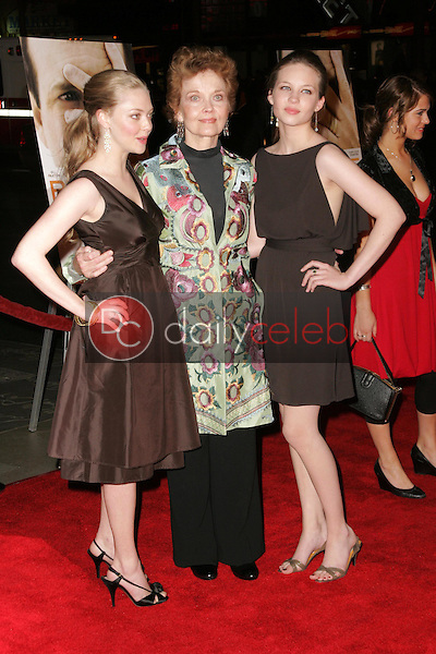 Amanda Seyfried with Grace Zabriskie and Daveigh Chase<br />